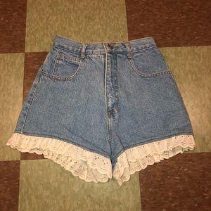 Vtg UO high rise lace ruffle denim shorts 24